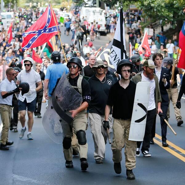 Vit makt-protestanter i Charlottesville.