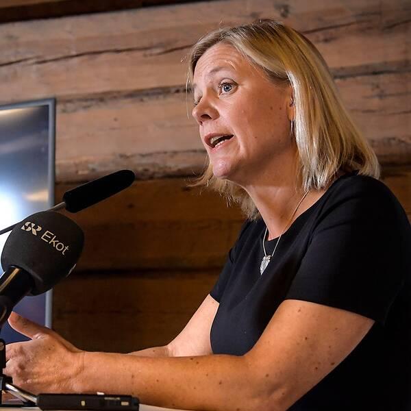 Magdalena Andersson presenterar det ekonomiska läget på Harpsund