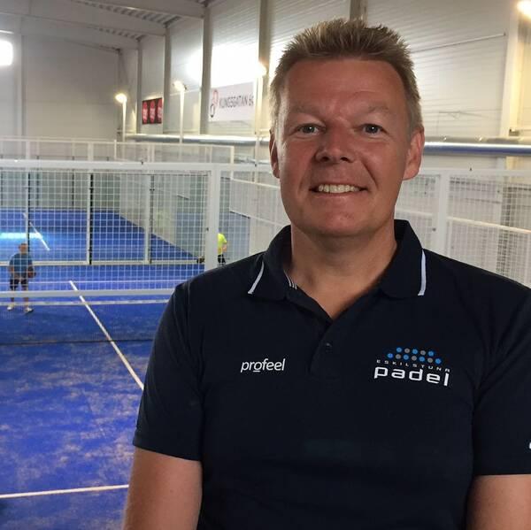 Martin Stenström, en av ägarna bakom Eskilstunas padelklubb.