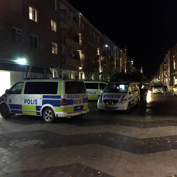 Polisbilar på Nyforsgatan