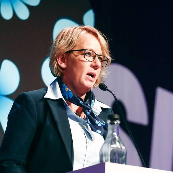 Carina Herrstedt, ordförande för Sverigedemokraternas kvinnoförbund (SD-kvinnor), talar under Sverigesdemokraternas landsdagar i Norrköping.