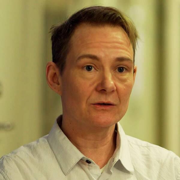Läkare i Världens Eliot Wieslander intervjuas av Agenda.