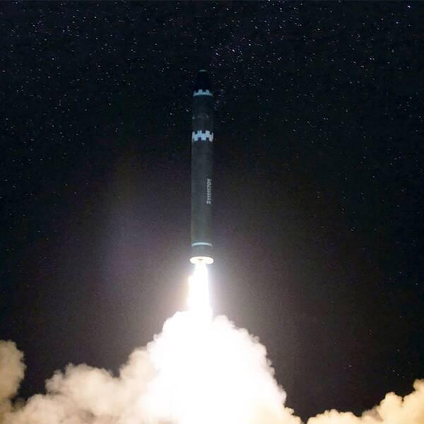 Uppskjutningen av Hwansong-15-roboten i november. Bilden kommer från den statliga nordkoreanska nyhetsbyrån KCNA.