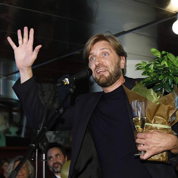 Ruben Östlund firar guldpalmen i somras.