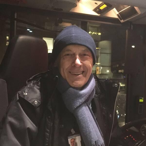 Anton Boduljak har kört buss länge och försöker vara smidig för att undvika bråk.