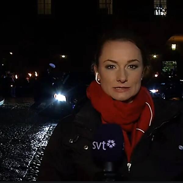 SVT Nyheterna sänder från röda mattan i samband med att gästerna anländer