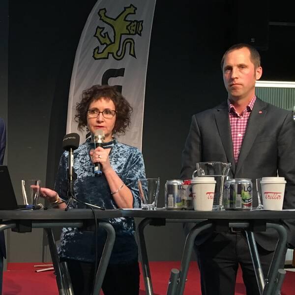 Kommunalråden Rickard Malmström (MP), Ilona Szatmàri Waldau och Erik Pelling (S) håller sin presentation.