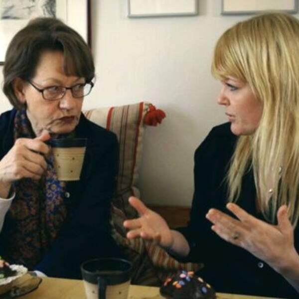 Belinda Olsson (till höger) träffar bland andra Gudrun Schyman (Fi) i programmet.