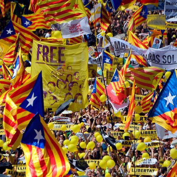 Demonstranter fyller gatorna i Barcelona.