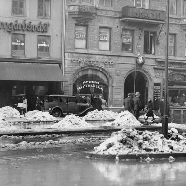 Snöslask i Stockholm på 1920-talet.