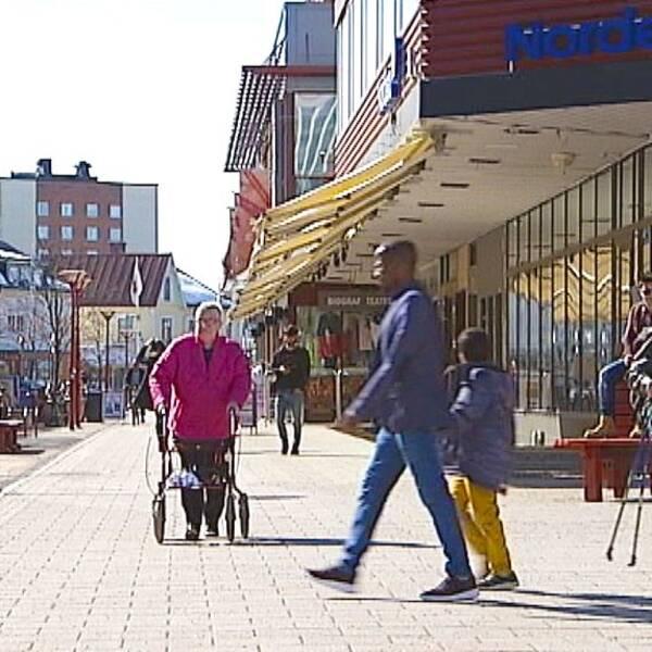 gatuvy från Bodens centrum, april