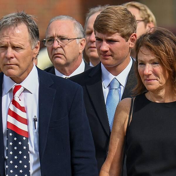 Nordkoreafången Otto Warmbiers föräldrar Fred och Cindy på sonens begravning.