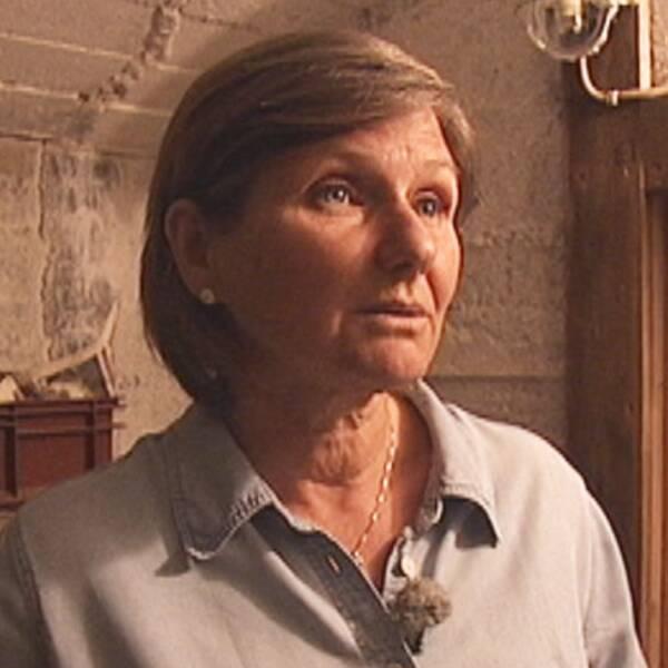 SVT:s meteorolog Helen Tronstad i sin jordkällare.