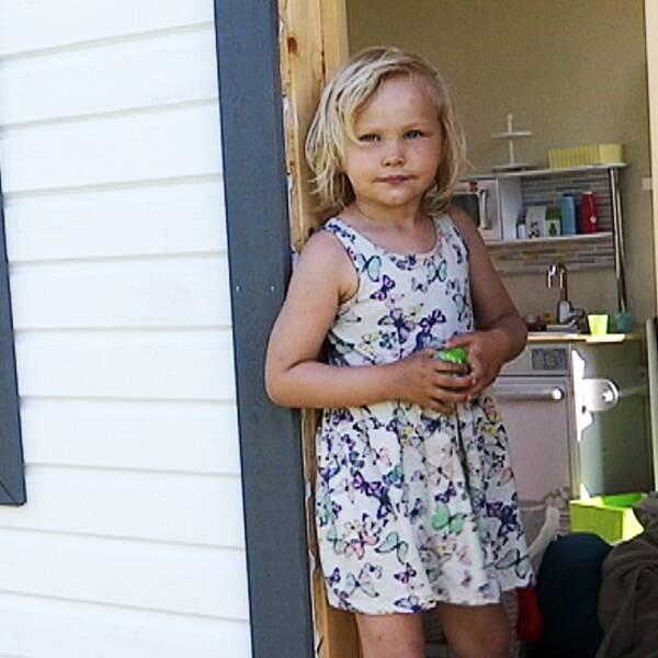 """Julia 4 år: """"De biter oss hela tiden"""""""