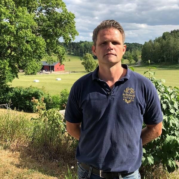 Fårägare Johan Lundgren på sin gård Molstaberg.