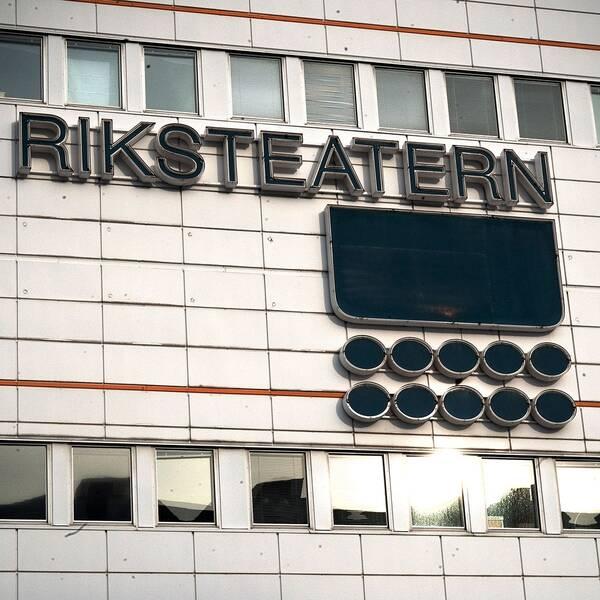 Metoo-protest och Riksteatern.