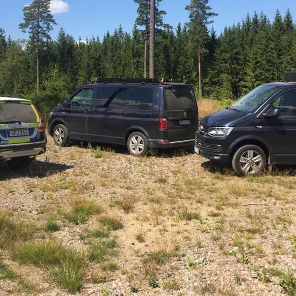 polisbilar i skogen