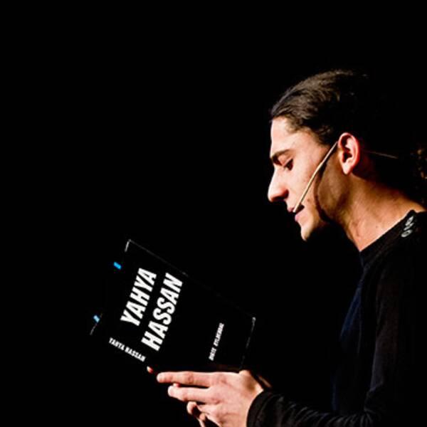 Yahya Hassan under en diktuppläsning på Litteraturhuset i Oslo.