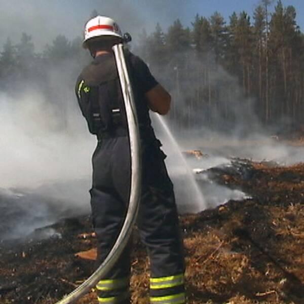 Alla skogsbränder sliter hårt på dem som deltar i släckningsarbetet