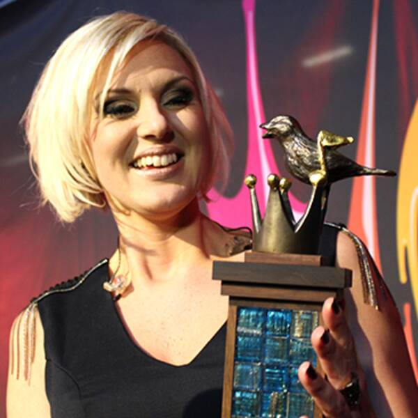 Äntligen har Sanna Nielsen fått sin Melodifestival-statyett. Sjunde gången gillt.