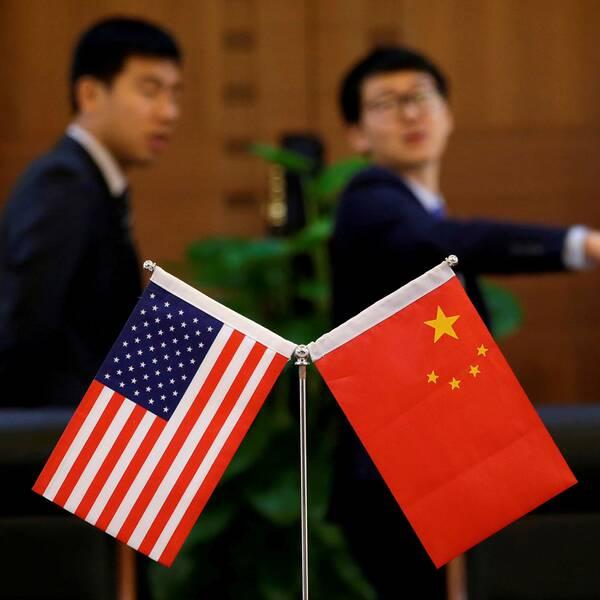 Kinesiska och amerikanska flaggan.