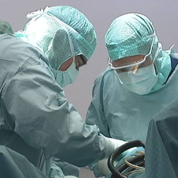 kriurger i operationssalen under operation