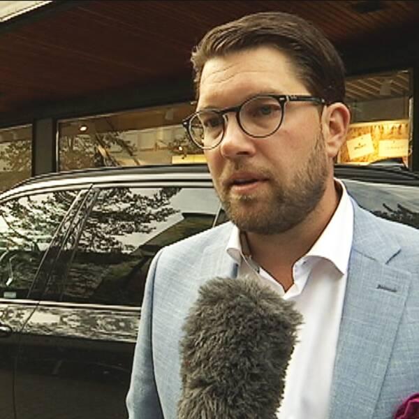 Trots striderna i Värmland har partiordförande Jimmie Åkesson fullt förtroende för Runar Filper