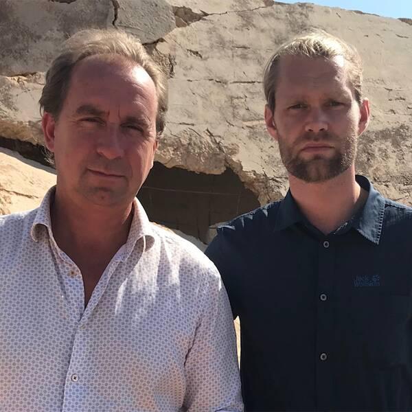 SVT:s utsända Stefan Åsberg och fotograf Niclas Berglund.