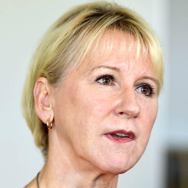 Utrikesminister Margot Wallström (S) kommenterar bråket kring de utvisade kinesiska turisterna.