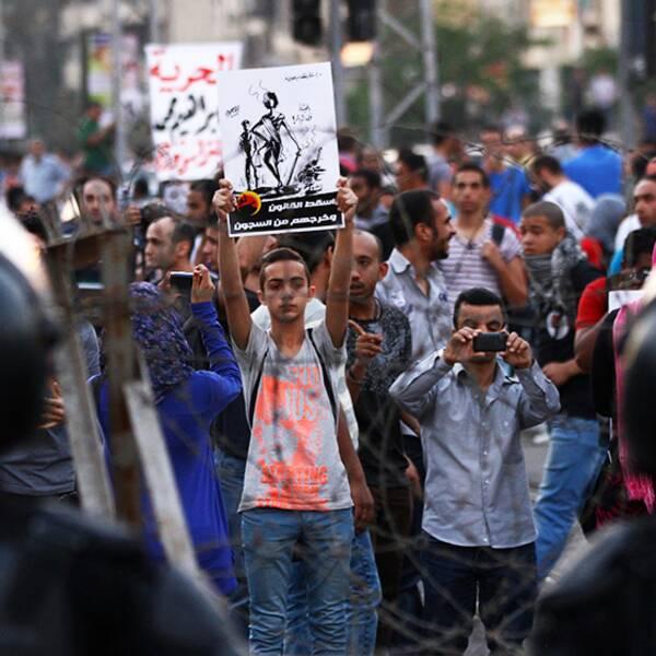 Demonstranter protesterar framför presidentpalatset i Kairo, Egypten 26 april.