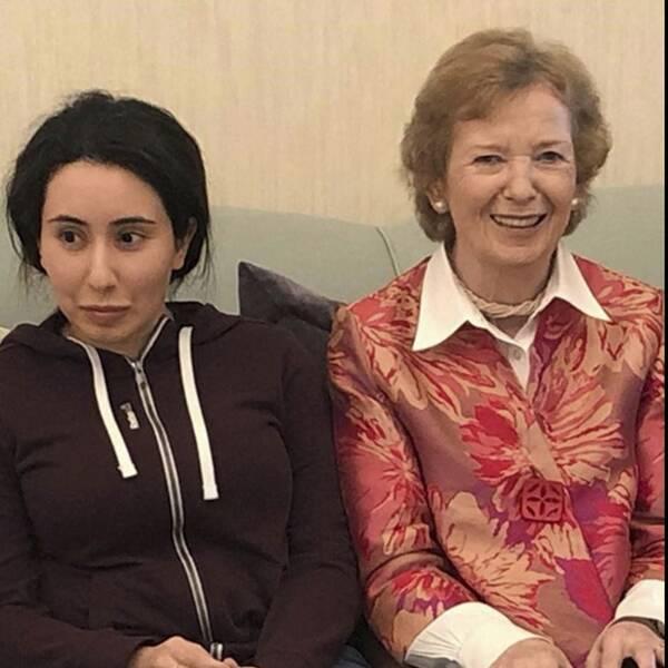 Prinsessan Latifa Al Maktum i samspråk med före detta irländska presidenten Mary Robinson