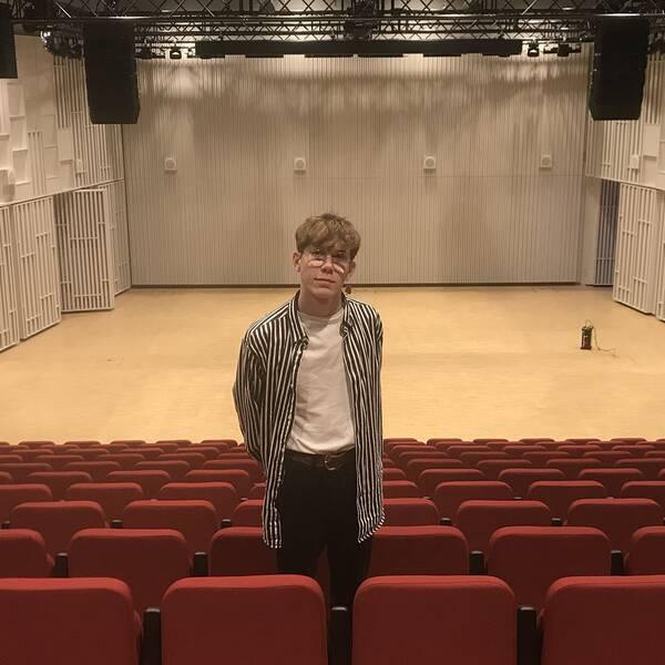 Teodor Ek inne på Najaden, där konserten hålls.