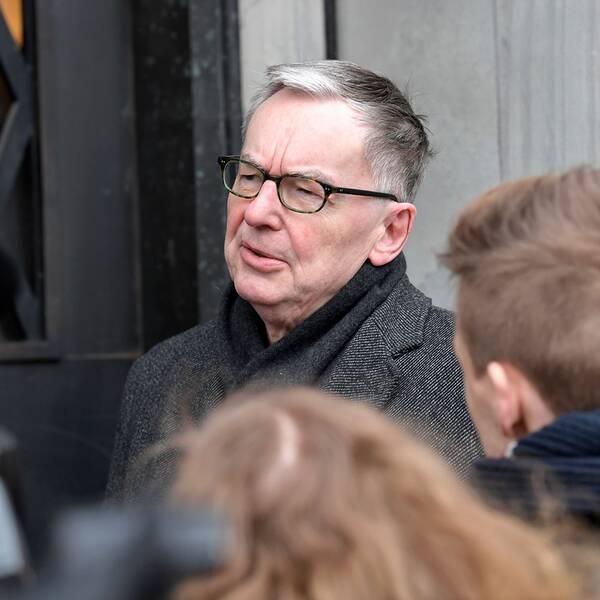 Svenska Akademiens ständige sekreterare Anders Olsson anländer till Nobelstiftelsen i Stockholm, inför mötet under tisdagen om Nobelpriset i litteratur 2019.