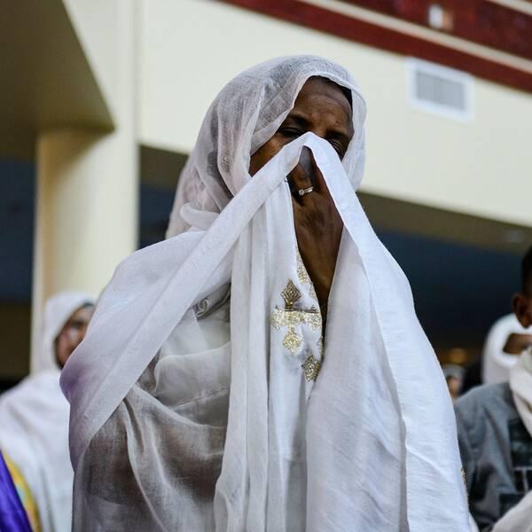 Etiopiska medborgare samlas i en speciell bön för att hedra de 157 offren efter gårdagens flygkrasch.