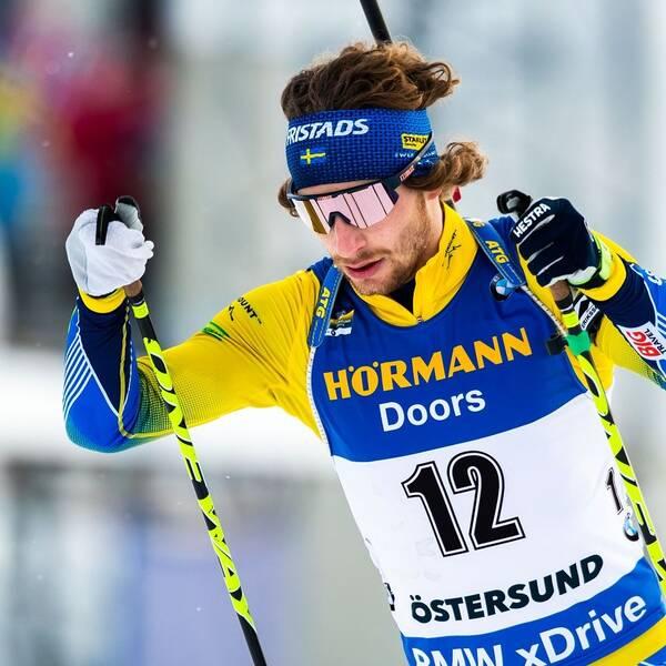 Bidl på skidskytten Peppe Femling när han åker skidor