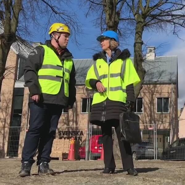 Mattias Björkholm, kyrkogårdschef och Ulla Malmgren, ordförande i kyrkorådet.