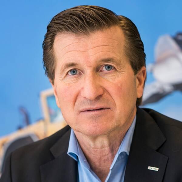 En bild från industrigolvet SSAB:s industri i Oxelösund samt en bild på Håkan Wifvesson.