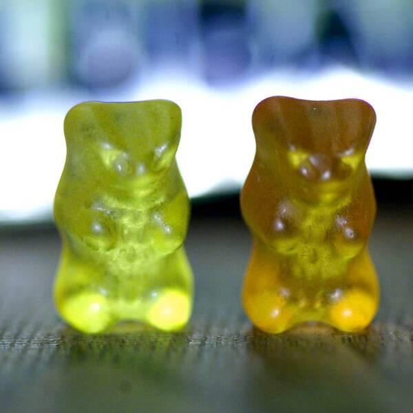 Tre gummibjörnar på rad.