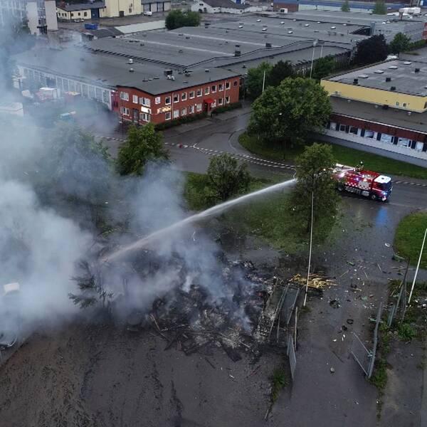 Ett större område är avspärrat och polisen är på plats i Örebro efter en explosion under natten till onsdagen.