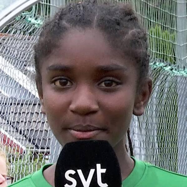 Evelina Söderberg, Emilia Jörgensen och Nelly Svensson spelar alla för Jönköping Södra och rapporterar för SVT Nyheter om hur starten av Gothia Cup varit.