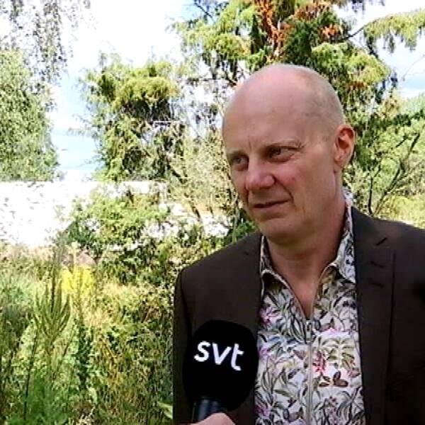 Gunnar Gustafsson står utomhus.