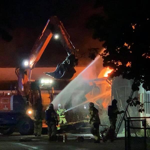 Under natten pågick ett intensivt släckningsarbete i Löttorp.