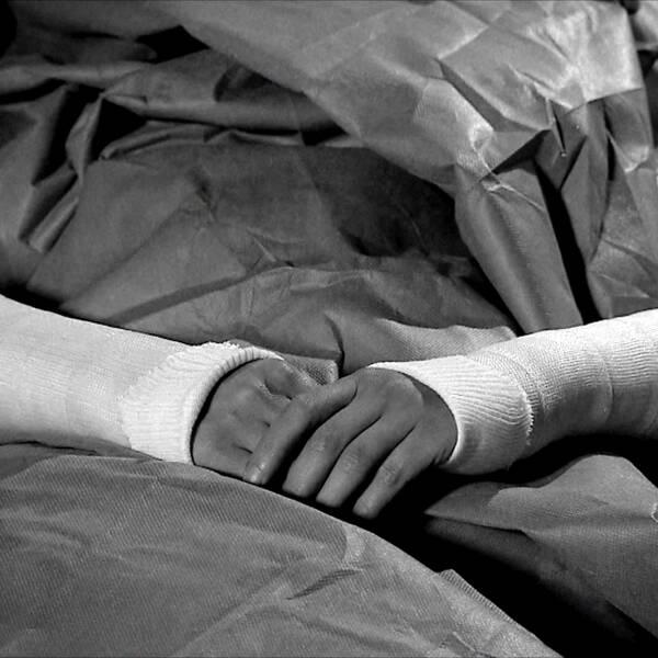 En förundersökning har nu inletts efter att patienter tvångsgipsats vid rättspsyk i Växjö.