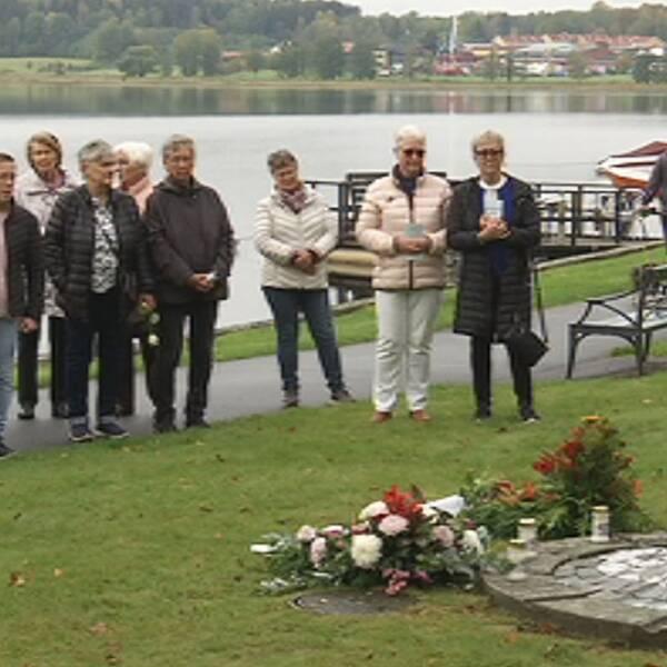 Minnesceremoni vid minnesmonumentet i Lindesberg, till minne av de som omkom i Estoniakatastrofen.