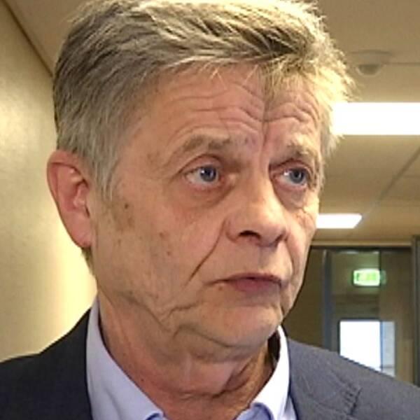 Bild på Sven-Åke Draxten och en bild på hans handskrivna avsägelse