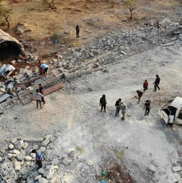 En flygbild visar platsen utanför Berisha som besköts av helikoptrar, enligt syriska människorättsobservatoriet.