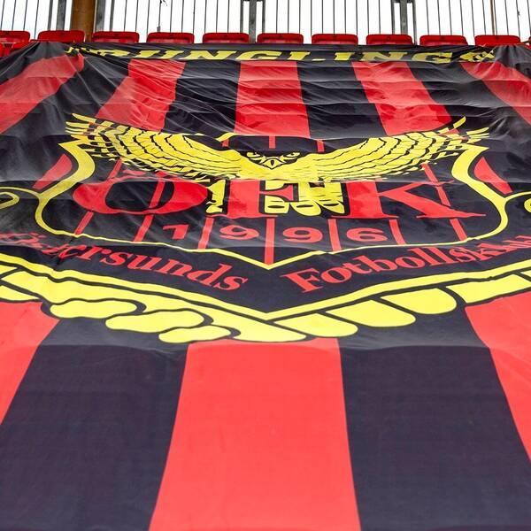 ÖFK-flagga på läktaren på Jämtkraft Arena