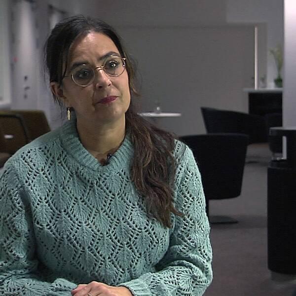 """SVT Nyheter Västs reporter Ulrika Nandra möter """"Petra"""", som berättar hur hon fick en chock när hon kom hem efter polisens tekniska undersökning."""