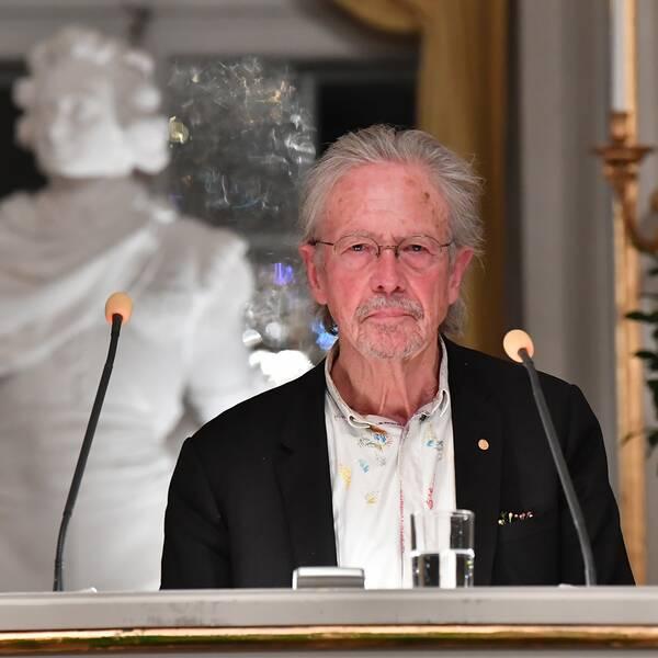Litteraturpristagaren Peter Handke håller sin Nobelföreläsning på Börshuset i Stockholm.