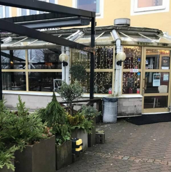 Polisen har under söndagen hävt avspärrningarna kring restaurangen.